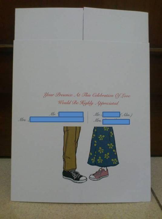Tampak belakang sampul undangan menyertakan nama kedua orang tua.