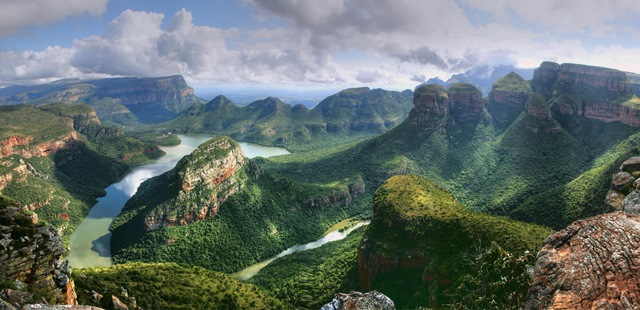 Blyde-River-Canyon (Sumber Foto : http://www.travelstart.co.za/blog/50-top-tourist-attractions-in-south-africa/)
