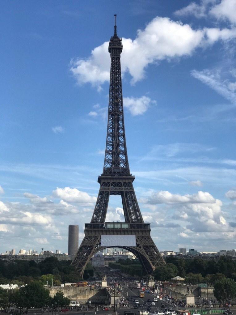 Eiffel Tower jepretan suami