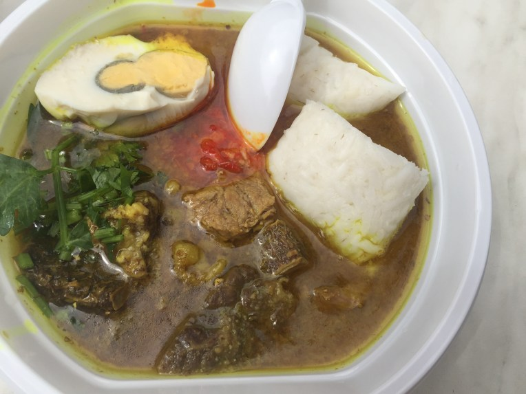 Soto Madura isi daging dan jeroan