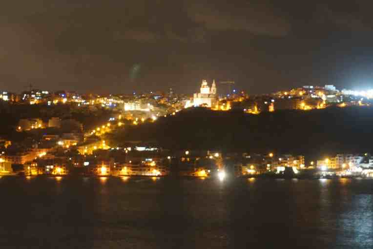 Pemandangan dari balkon kamar, malam hari (ga paham cara seting kamera malam hari)