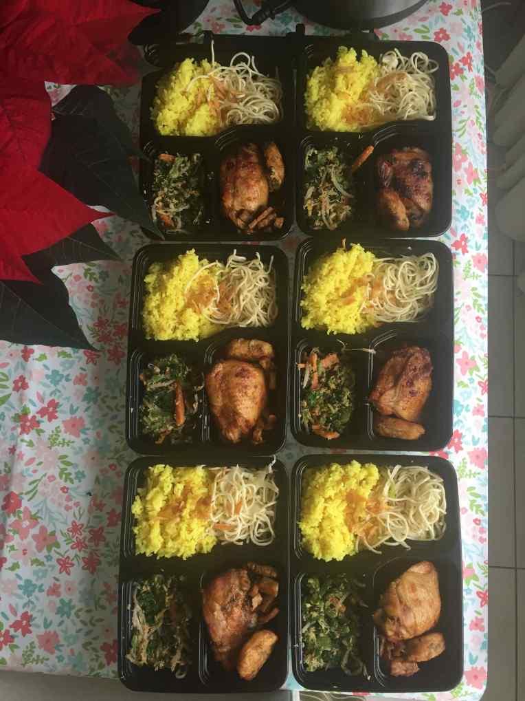 Beberapa nasi kuning yang dikirim ke paratetangga, saudara-saudara, dan Mama mertua