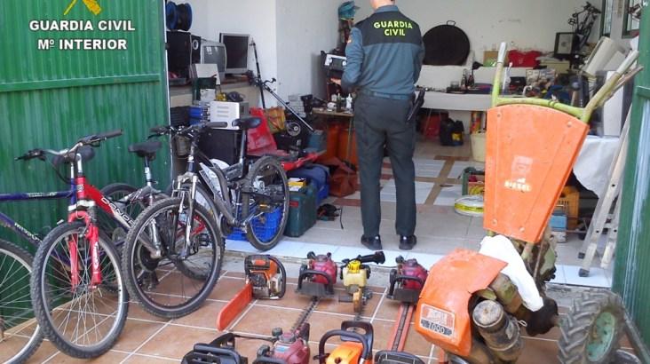 La  Guardia  Civil  desarticula  un  grupo  organizado implicado  en  robos  en  casas  de  campo  de  la comarca de La Costera