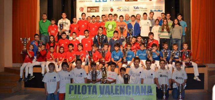 Les millors escoles de 2013-2014, van arreplegar els trofeus dels JECV a Alfara del Patriarca