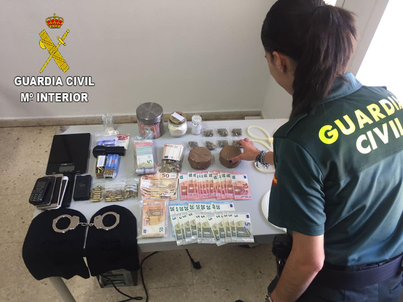 La Guardia Civil desmantela una organización en Cullera, dedicada al trafico de drogas que camuflaba las sustancias en tartas de cumpleaños