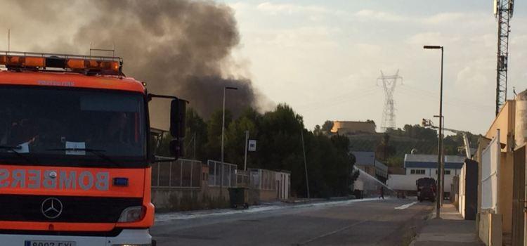 Incendi industrial al poligon de l'Alcudia de Crespins