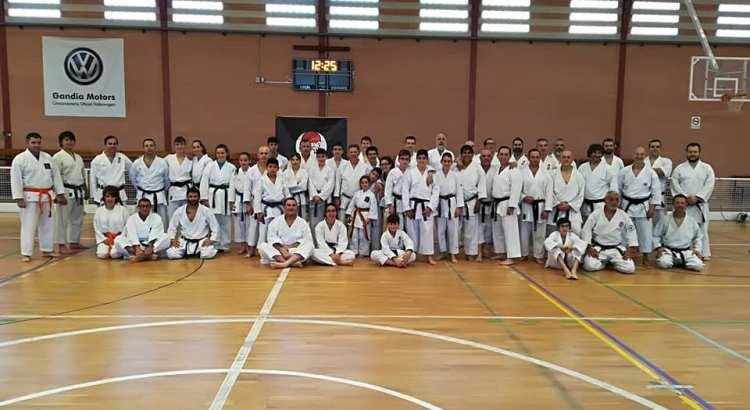 El Club Karate-Do Canals en el Curso del club Torakai en Gandia