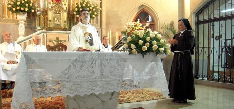Las religiosas clarisas celebran este martes a su fundadora, santa Clara de Asís, con misas solemnes en sus monasterios