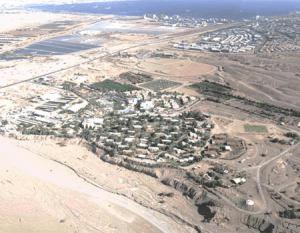 Vista Aérea do Kibutz Eilot, no Deserto do Negev. Ao fundo o Mar Vermelho e Eilat