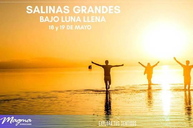Trekking en Salinas Grandes con Luna Llena