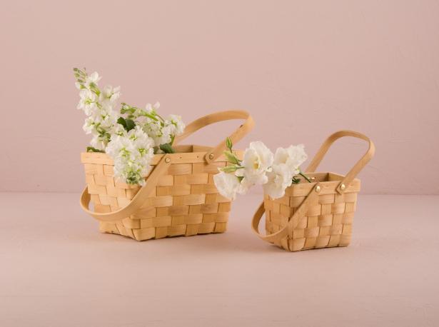 Outdoor Romance With Confettis Miniature Picnic Baskets