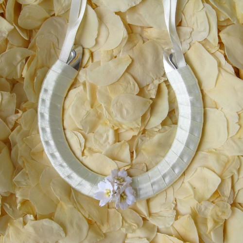 wedding horseshoe whiteblossom