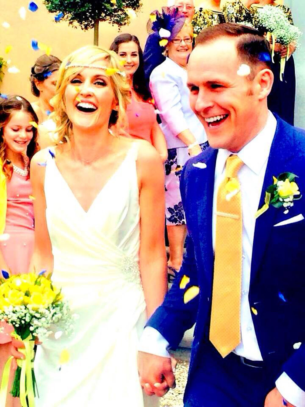 Rose Petals - confetti moment with yellow and blue petals