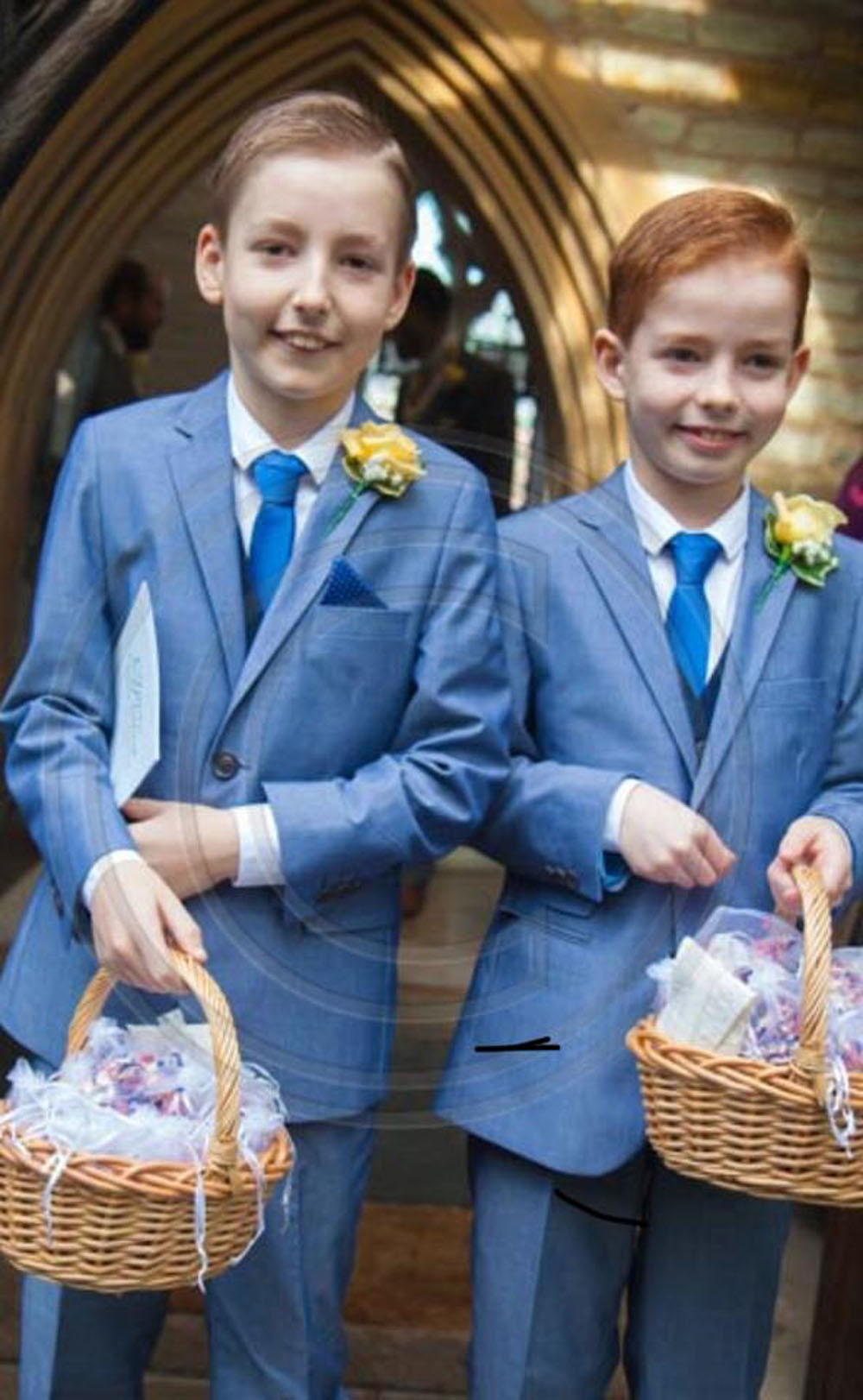 Confetti Moment - Page boys with confetti baskets