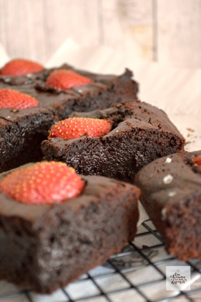 Brownie de Chocolate y Fresas | CON HARINA EN MIS ZAPATOS