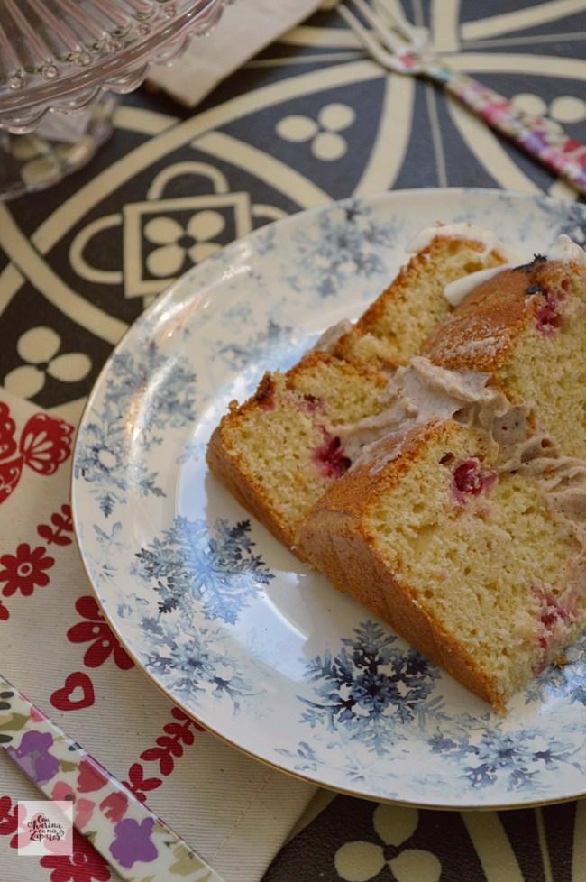 Tarta de Cardamomo, Canela y Grosellas | CON HARINA EN MIS ZAPATOS
