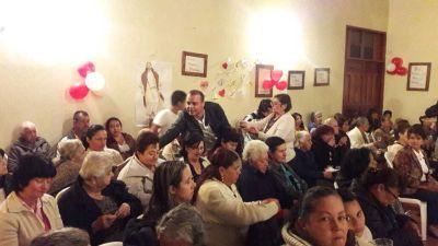 Fernando Valencia con las madres