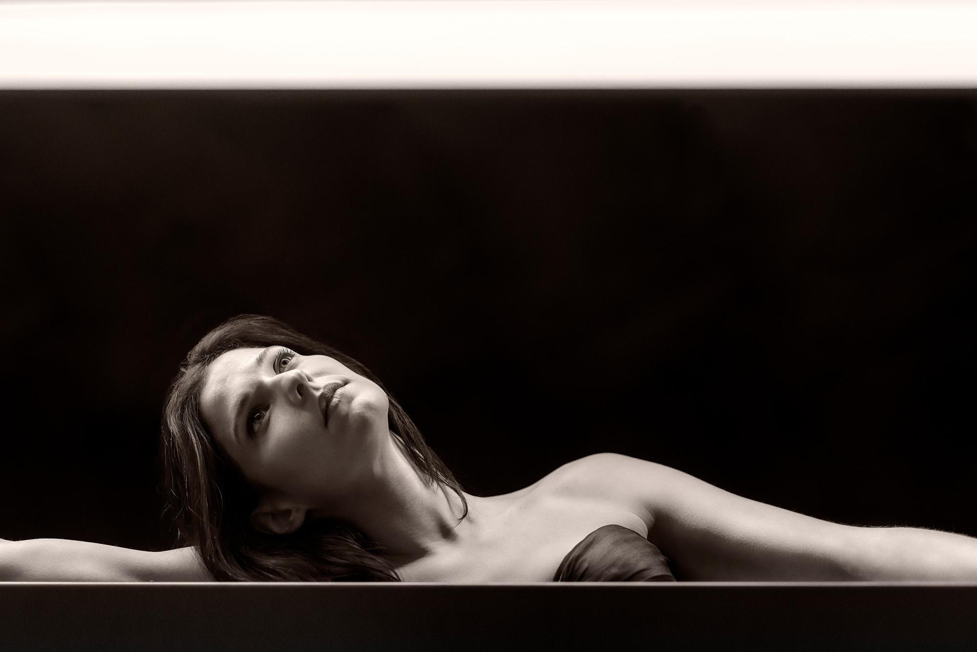 Editorial y Fotografia con la actriz Paula Isiegas en Caixa Forum Zaragoza - Diseño y fotos: Fernando Sánchez - Conmisojos