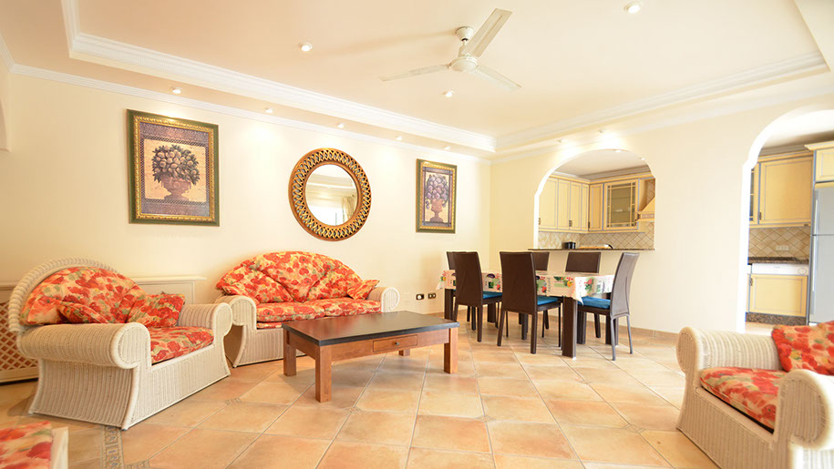 Lounge, Dining and Kitchen area