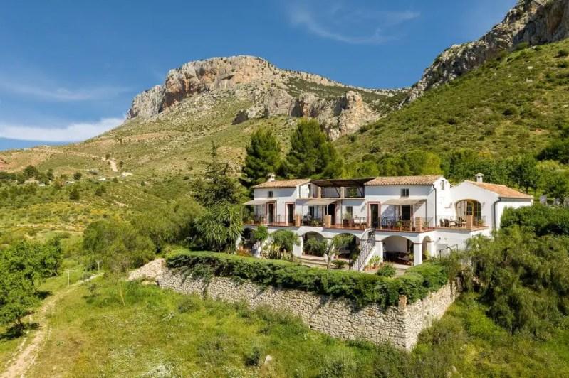 El Arpa Lakeside Andalusian Finca