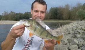 Michi mit einem netten Rheinbarsch