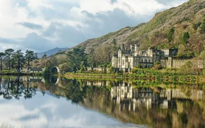 WALK 8 – Kylemore Abbey and Victorian Garden Walk. Grade: 2-10