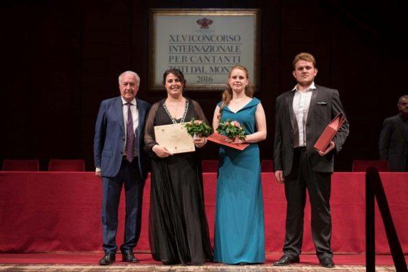 Da sinistra: Gianfranco Gagliardi, Amministratore Unico di Teatri e Umanesimo Latino SpA Roberta Mantegna (Norma) Yulia Gorgula (Adalgisa) Volodymyr Tyshkov (Oroveso) Credito foto: FotoPiccinni - Treviso