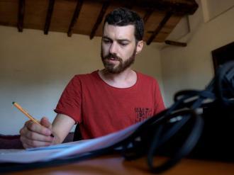 Vittorio Montalti nel suo studio a Civitella. Photo credit: Marco Giugliarelli