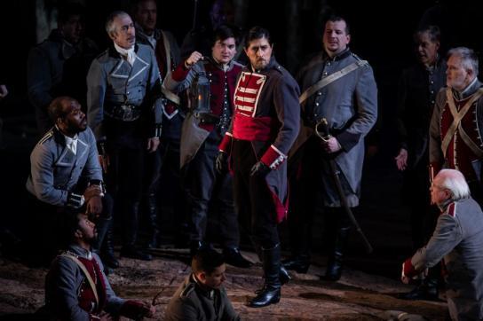 Roberto Tagliavini è Ferrando nel Trovatore all'Opera di Chicago