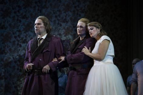 Magdalena Anna Hofmann (al centro) interpreta Leonore nel Fidelio in scena al Teatro Comunale di Bologna - Photo credit: AndreaRanzi / Studio Casaluci