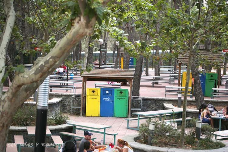 zona-comidas-parque-atracciones