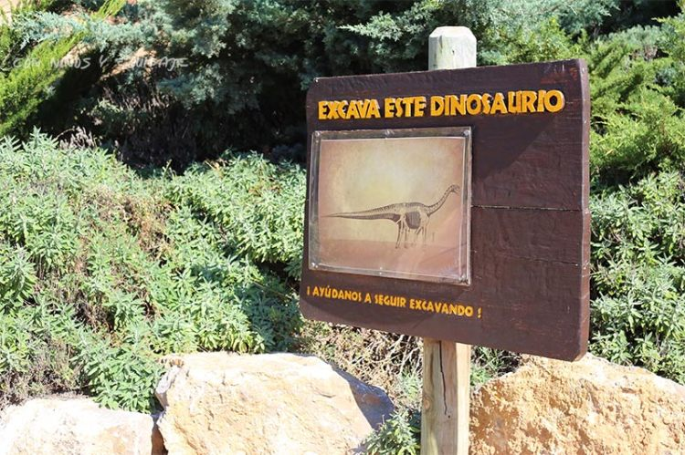 excavar-dinosaurio-dinopolis