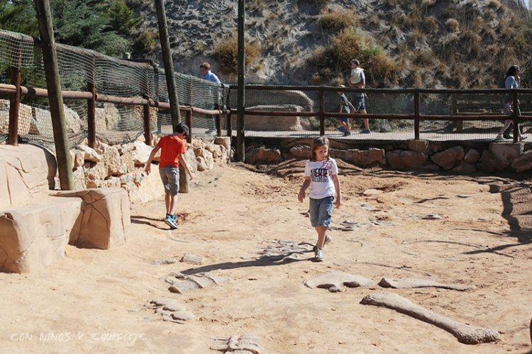 zona-excavacion-dinosaurios-dinopolis