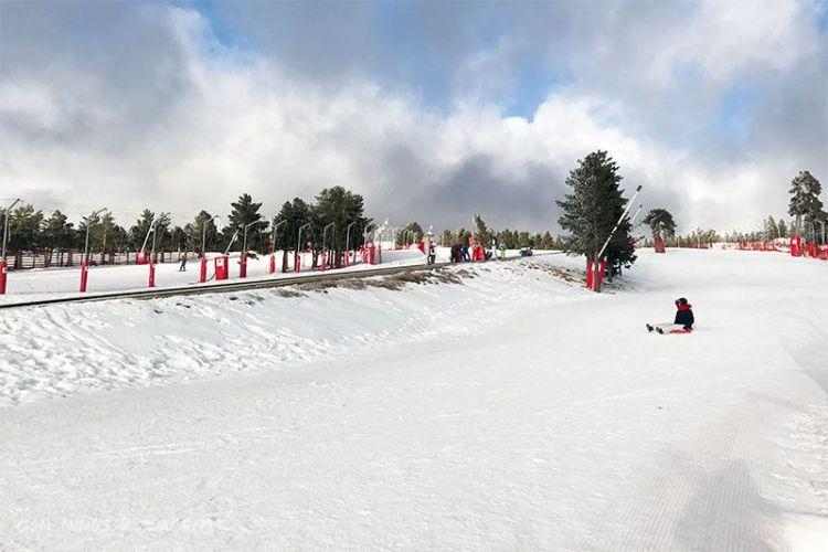 Esquiar con Niños - zona de trineos