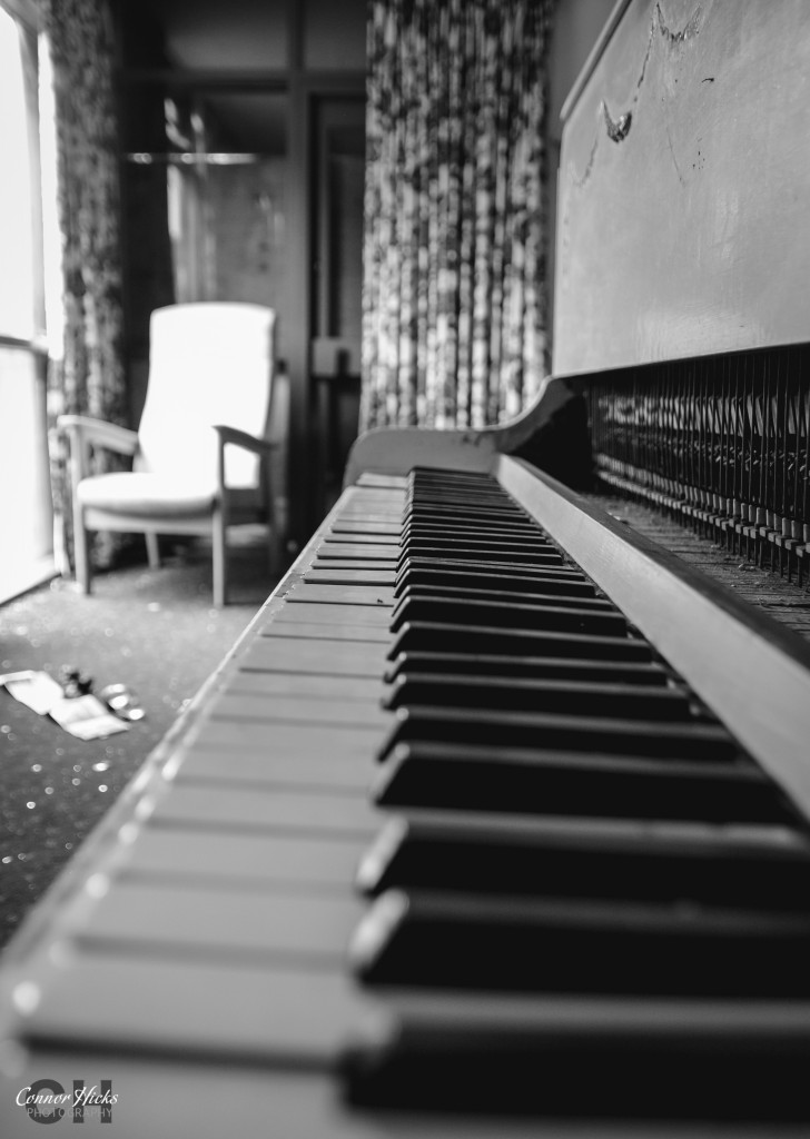 Hampshire Urbex Piano 728x1024 Linford Care Home, New Forest