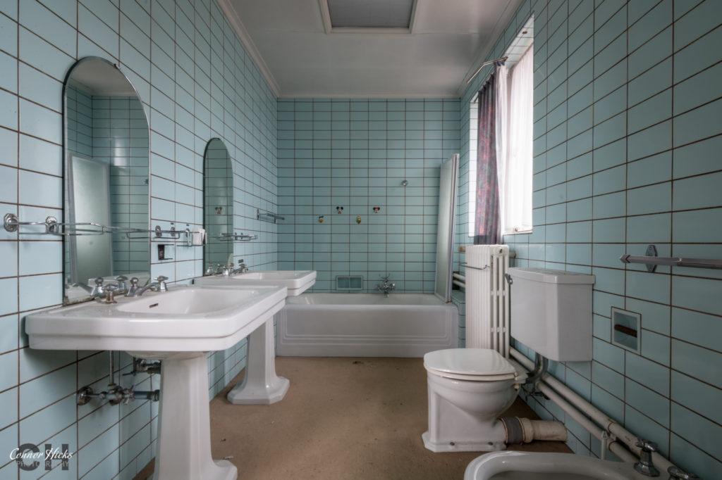 dentists house urbex bathroom 1024x682 Dentists House, Belgium