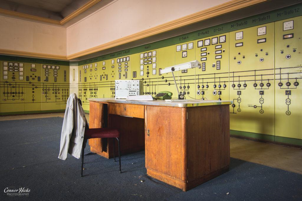 control room kraftwerk v urbex 1024x683 Kraftwerk V, Germany