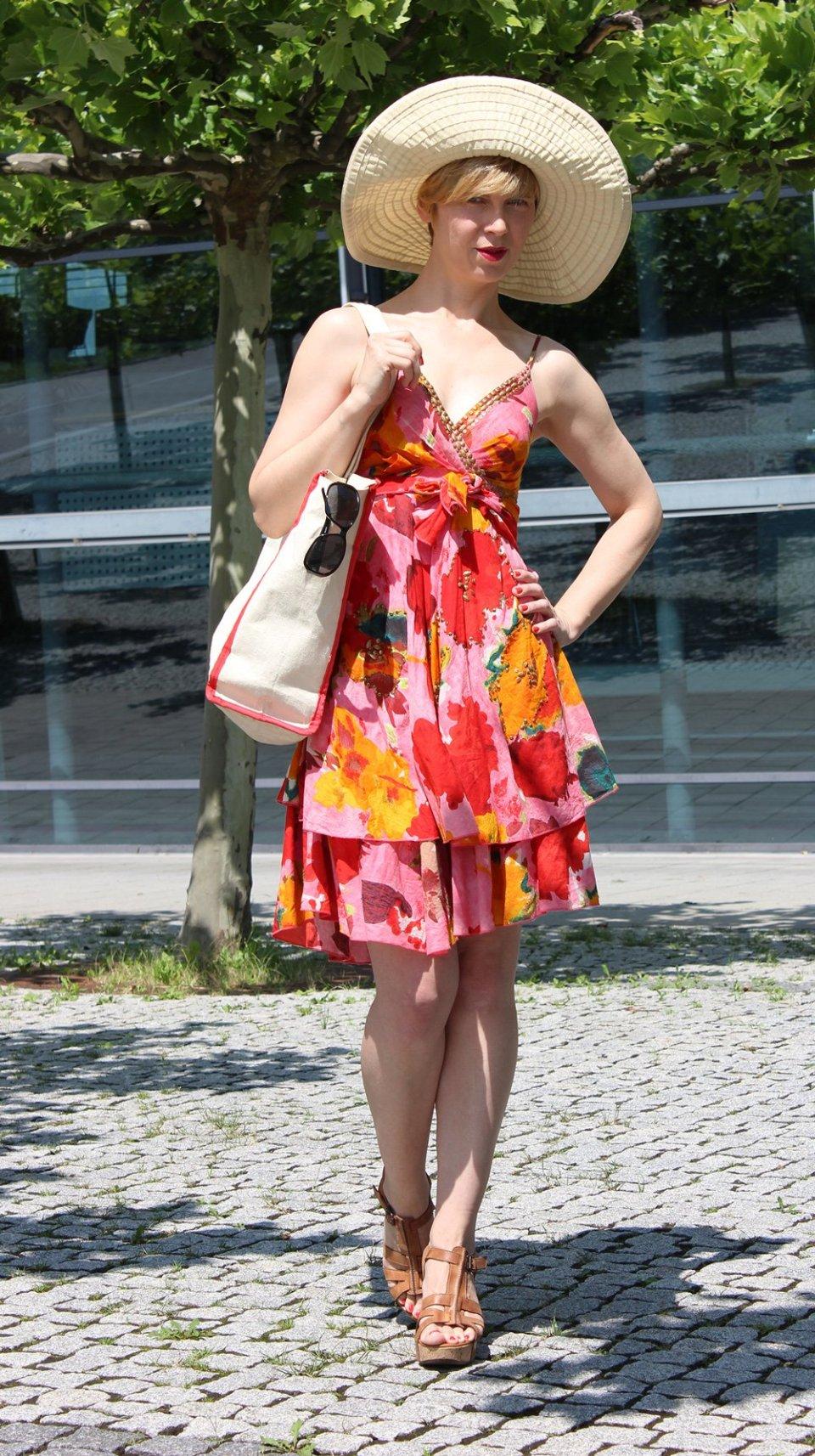 IMG_9671a_Flowerdress_BenettonHat_PaulGreenshoes