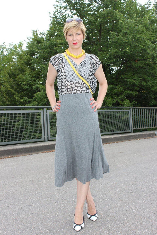 IMG_9741agrey_midiskirt_skirt_silkblouse_pumps_blackandwhite_hundm_yellow_gelb_accessoires_bag_necklace