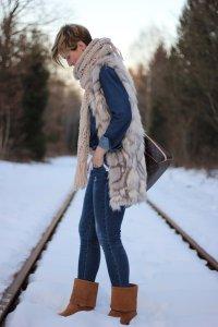 IMG_9926_SocialMedia_OnlyJeans_FakeFurCream_MarcoPolo_UGGs_Winter