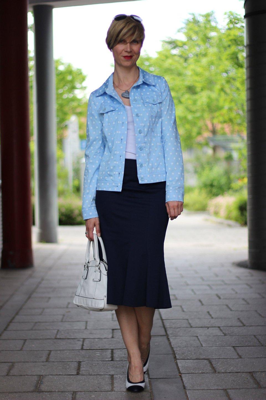 IMG_6315a_BaslerFashion_Godetrock_Punktejack_Hellblau_Blau_AHemadundahos_Fashion_outfit_