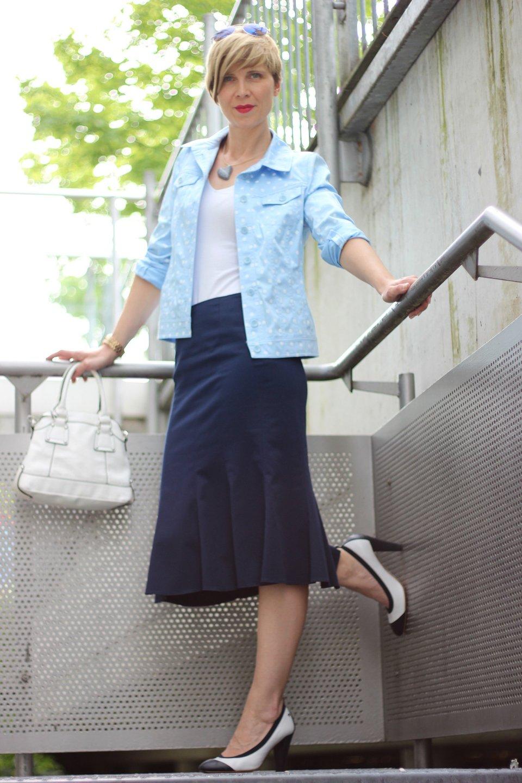 IMG_6403a_BaslerFashion_Godetrock_Punktejack_Hellblau_Blau_AHemadundahos_Fashion_outfit_