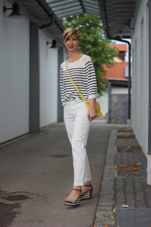 IMG_8284a_OUI_hose_weisse_weiß_white_Streifen_stripes_blue_white_Marcopolo_H&M_Shirt