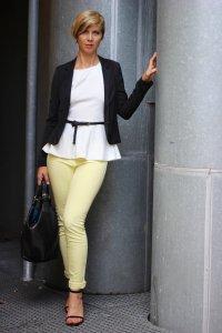 IMG_0132a_JBrand_gelbeJeans_yellow_Peplum_Mango_H&M_blazer_Sandaletten_blackwhite_schwarzweiß_Conny_AHemadundaHos