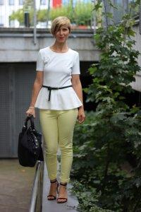 IMG_0194a_JBrand_gelbeJeans_yellow_Peplum_Mango_H&M_blazer_Sandaletten_blackwhite_schwarzweiß_Conny_AHemadundaHos