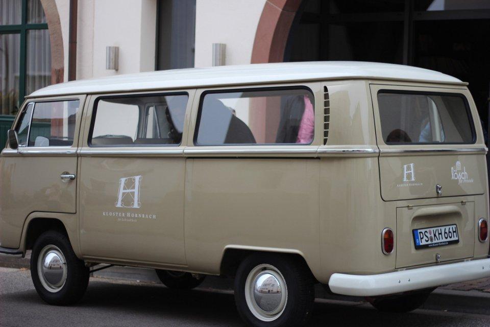Das Lösch für Freunde bietet einen Transfer vom Hotel zum Styleoutlet - sehr stilecht im Bulli