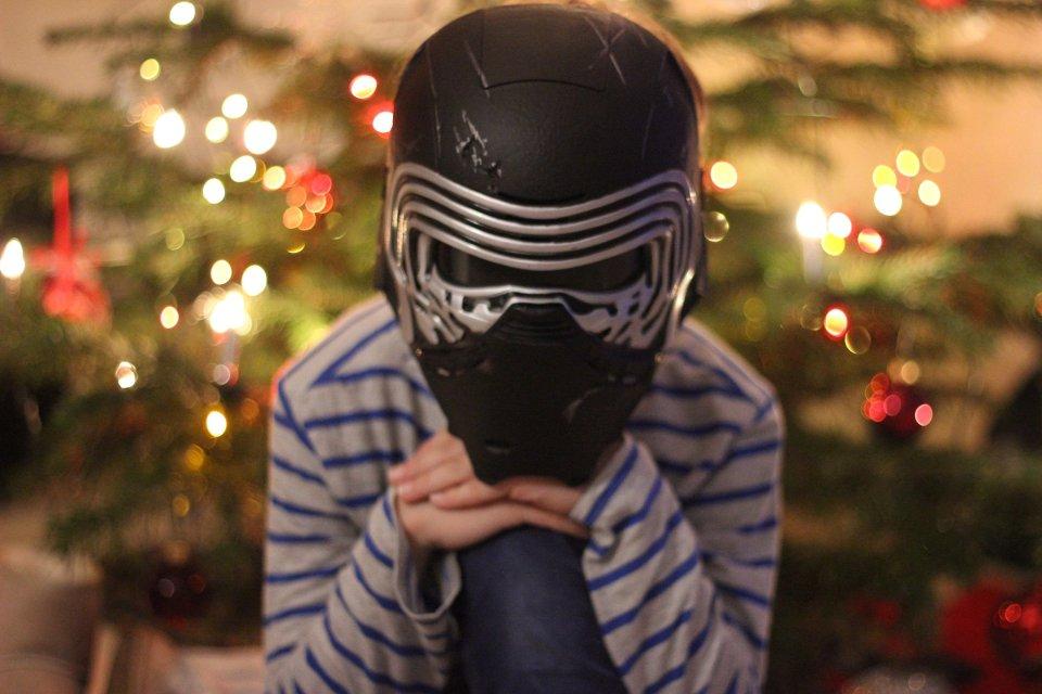 IMG_1023a_Kyloren_Maske_FroheWeihnachtenmitStarwars_Geburtstagskind