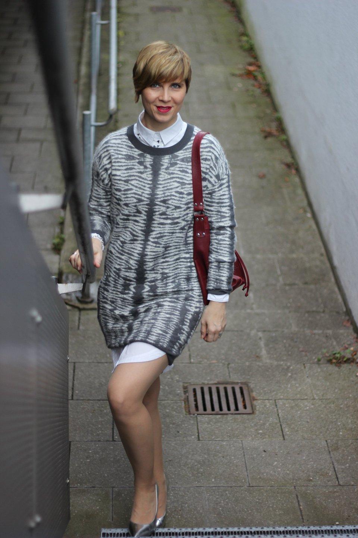 IMG_0594a_AllSaints_Strickkleid_grau_weiss_MetallicHeels_ConnyDoll_AHemadundahos_Fashionblog_