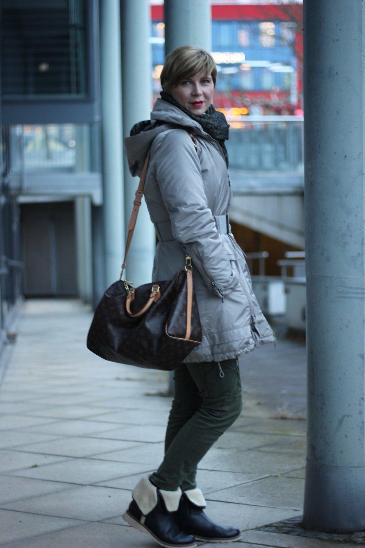 IMG_2263a_Zara_Cardigan_KhakiPants_Casual_Conny_Ahemadundahos_turtlenecksweater_Rollkragen_beige_Airfield_jacke