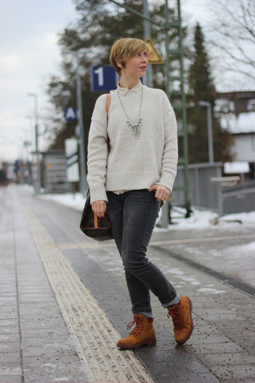 IMG_3245a_MarcoPolo_beige_Bluse_Zara_Pulli_redNails_Stella&Dot_Kette_graue_Jeans_Only_Dockers_Daunenjacke_Doma_